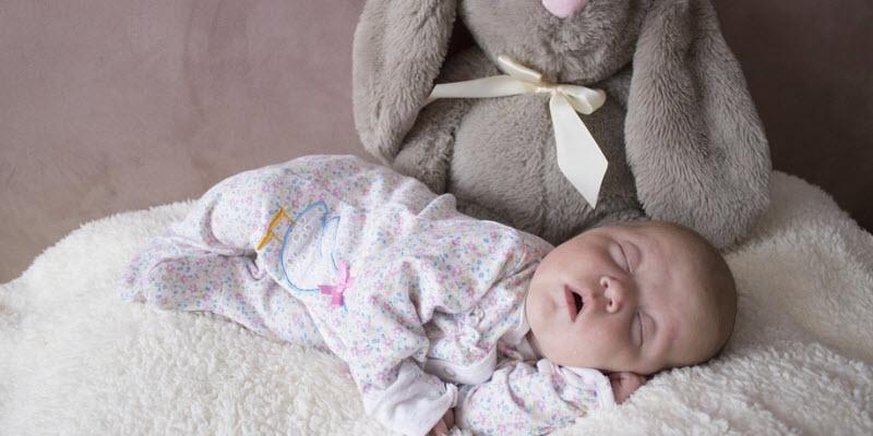 Wanneer baby op eigen kamer slapen babypeuterkleuter plaza for Baby op zij slapen kussen